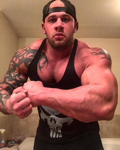 HUGE ALPHA SHOULDERS